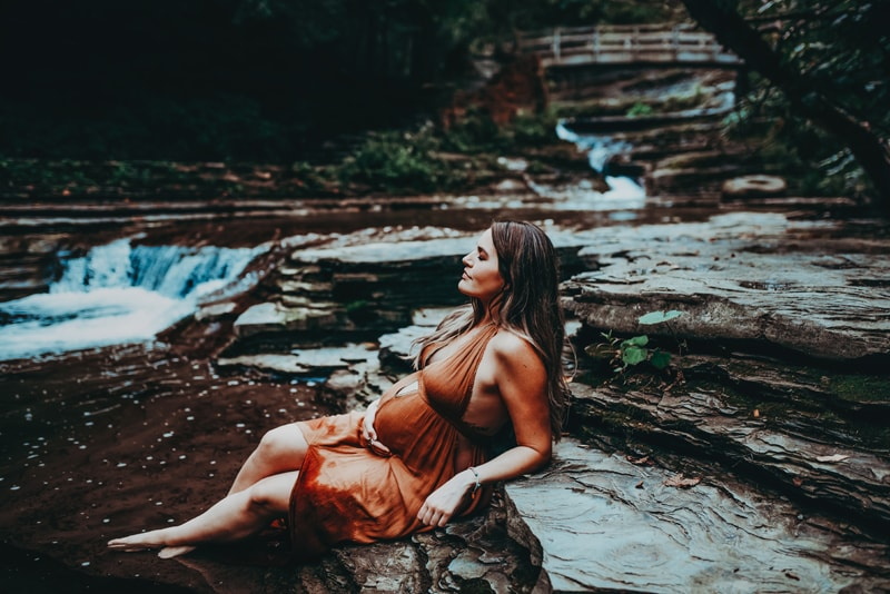 Wellsville NY Family and Newborn Photographer, woman leaning back in creek
